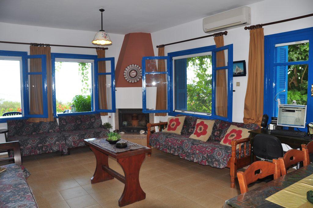 18-villapanorama(leavingdiningroom)